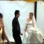 La lía parda en la boda de su amiga...