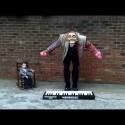 ¿Tocando el piano con las pelotas?