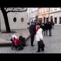 El viejo, el bebé y los villancicos
