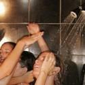 ¿Te duchas con nosotras?