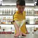 Bruce Lee reencarnado en un barman