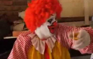 ¡Ronald Mc Donald pillado! - tontaKos.com