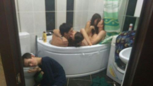 Las fiestas donde tú no vas_tontakos.com 00
